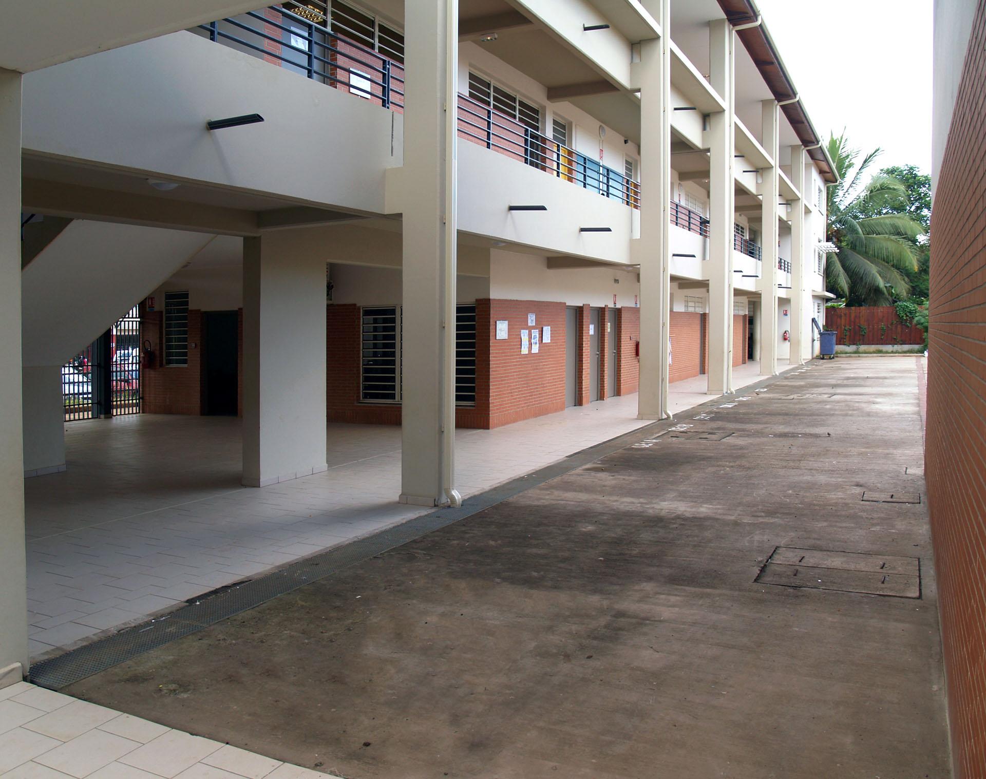 architectures avec coursives, ventilation pour climat tropical, école à Mayotte